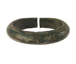 Photo 1 - Bracelet massif décoré du type de 'Bignan'
