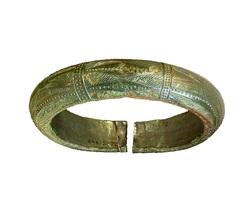 Photo 2 - Bracelet massif décoré du type de 'Bignan'