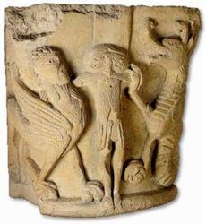 Photo 1 - Chapiteau d'une colonne engagée